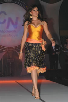 Candidatas a Miss Ecuador 2006 .- Estefania Iturralde en el esfile de Babahoyo