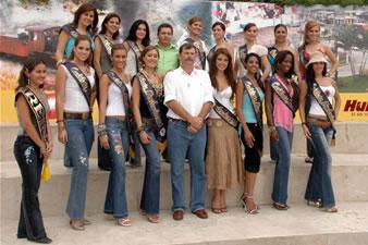 Candidatas a Miss Ecuador 2006 .- Candidatas y Alcalde Olsen