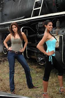 Candidatas a Miss Ecuador 2006 .- Mayra Rios y Dennis Rodríguez en en el tren de Bucay