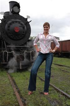 Candidatas a Miss Ecuador 2006 .- Ma. Eugenia Macías en el tren de Bucay