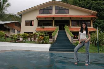 Candidatas a Miss Ecuador 2006 .- Mirely Barzola, en la Hacienda  de Lorens Olsen