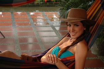Candidatas a Miss Ecuador 2006 .- Laura Cruz en la Hacienda de Lorens Olsen