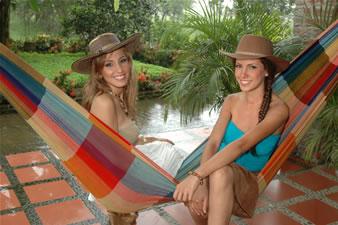 Candidatas a Miss Ecuador 2006 .- Laura y stephany Saman
