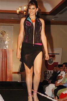 Candidatas a Miss Ecuador 2006 .- Estefanía Iturralde luce diseño de Verònica Guzman