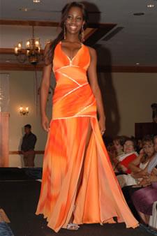 Candidatas a Miss Ecuador 2006 .- Karla Caicedo luce un diseño de Julio Asang