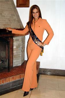 Candidatas a Miss Ecuador 2006 .- Estefany Mata candidata al certamen de Miss Ecuador 2006 en su arribo a la Ciudad de Cuenca