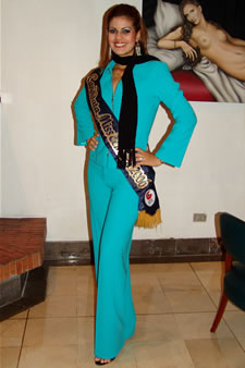 Candidatas a Miss Ecuador 2006 .- Ma. Eugenia Macías candidata al certamen de Miss Ecuador 2006 en su arribo a la Ciudad de Cuenca