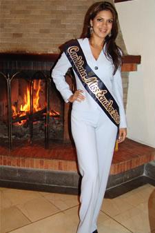 Candidatas a Miss Ecuador 2006 .- Mayra Ríos candidata al certamen de Miss Ecuador 2006 en su arribo a la Ciudad de Cuenca