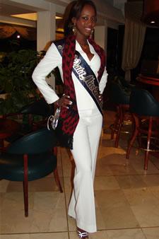 Candidatas a Miss Ecuador 2006 .- Karla Caicedo candidata al certamen de Miss Ecuador 2006 en su arribo a la Ciudad de Cuenca