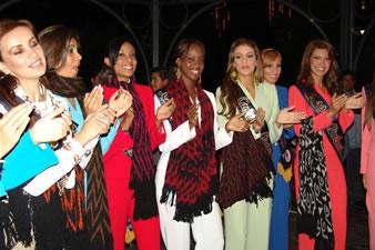 Candidatas a Miss Ecuador 2006 .- La llegada de las Candidatas a Miss Ecuador 2006 a la ciudad de Cuenca fue una noche de colorido y mucha emoción para todos en donde se pudo demostrar una vez más que Cuenca es rica por su tradición, cultura y por su gente.