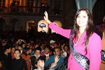 Candidatas a Miss Ecuador 2006 .- Rebeca Flores única candidata al certamen de Miss Ecuador 2006 por la provincia del Azuay estuvo muy gustosa estar en su ciudad y sentir la acogida del pueblo Cuencano que en la noche de la elección seguro contará con su apoyo