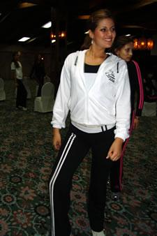 Candidatas a Miss Ecuador 2006 .- María Eugenia Macías durante los ensayos de coreografía para el evento Miss Ecuador 2006