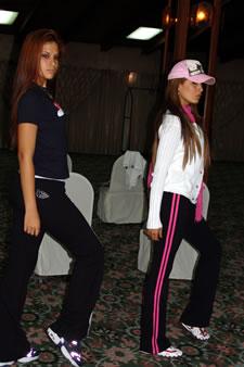 Candidatas a Miss Ecuador 2006 .- Estefany Mata y Jessica Bajaña practican sus pasos para la noche del evento