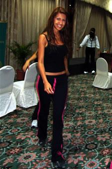 Candidatas a Miss Ecuador 2006 .- Laura Cruz durante los ensayos de coreografía para el evento Miss Ecuador 2006