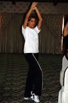 Candidatas a Miss Ecuador 2006 .- Tahiz Panús durante los ensayos de coreografía para el evento Miss Ecuador 2006