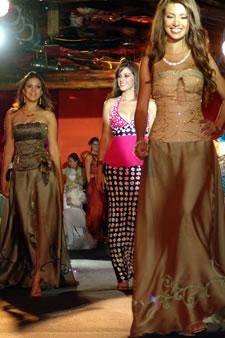 Candidatas a Miss Ecuador 2006 .- Como un acto digno de nuestra ciudad y de la cultura de su gente se pudo apreciar la noche del martes 14 de Marzo del 2006, durante el Desfile de Modas a beneficio del Hogar de Ancianos 'Cristo Rey' la participación de las Candidatas a Miss Ecuador 2006