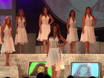 Eleccion Miss Ecuador 2006 .- Con una sonrisa radiante se presenta Laura Cruz de Guayas, 23 Años