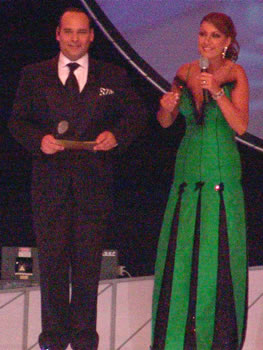 Eleccion Miss Ecuador 2006 .- Cristian del Alcázar y Viviana Arosemena fueron los encargados de conducir el evento que duró aproximadamente 3 horas entre desfiles, bailes y música.