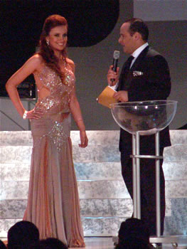 Eleccion Miss Ecuador 2006 .- Ma. Augusta Gortaire. ¿Qué te motivó a participar en este certamen de Miss Ecuador?. Me motivó el espíritu de solidaridad que tengo, porque me encanta ayudar a las personas, me encanta ayudar a los que necesitan