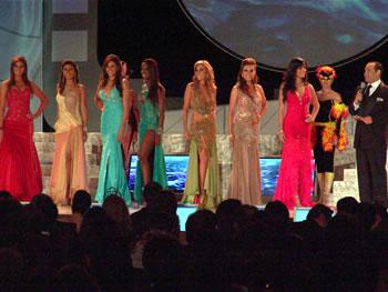 Eleccion Miss Ecuador 2006 .- La primera ronda de preguntas para las candidatas tuvo variados tópicos y cada una de ellas trató de dejar la mejor impresión al jurado calificador