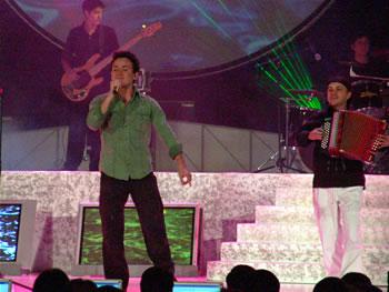 Eleccion Miss Ecuador 2006 .- El colombiano Fonseca interpretó su éxitos, Te mando flores y Cuando me miras.