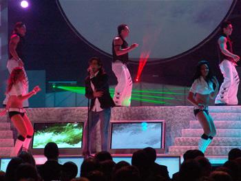 Eleccion Miss Ecuador 2006 .- Danilo Rosero cantante guayaquileño, radicado en Miami interpretó su más reciente tema Dejaré la puerta abierta.