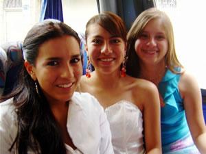 Candidatas a Morlaquita 2006 .- Michelle Ortiz, Gabriela Vasquez y Andrea Velez, candidatas a Morlaquita 2006, representando al Colegio Alborada, Santa Ana y Sagrados Corazones respectivamente