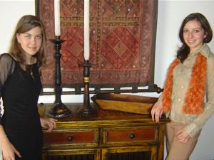Candidatas a Morlaquita 2006 .- Karen Piedra Andrade y Ana Maria Padron, candidatas a Morlaquita 2006, en la secion de fotos en los Jardines de San Joaquin