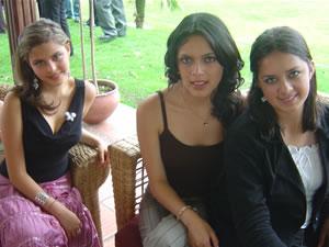 Candidatas a Morlaquita 2006 .- Maria Augusta Cordero, Karla Castro Vivar y Diana Cárdenas Jara, candidatas a Morlaquita 2006, en la secion de fotos en los Jardines de San Joaquin