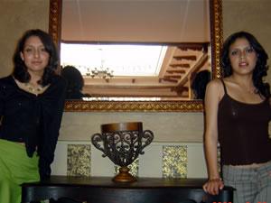 Candidatas a Morlaquita 2006 .- Andrea Estefania Ramirez Rivas y Karla Verónica Castro Vivar, candidatas a Morlaquita 2006, en la secion de fotos en los Jardines de San Joaquin