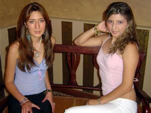 Candidatas a Morlaquita 2006 .- Mónica Priscila Ochoa Salamea y Doris Alexandra Avila Campozano, candidatas a Morlaquita 2006, en la secion de fotos en los Jardines de San Joaquin