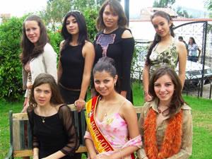 Candidatas a Morlaquita 2006 .- Candidatas a Morlaquita 2006 hicieron su paso por Jardines de San Joaquin, cada una de ellas hicieron gala de su Belleza junto a Maria Dolores Perez Morlaquita 2005