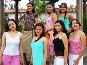 Candidatas a Morlaquita 2006 .- Candidatas a Morlaquita 2006 hicieron su paso por Jardines de San Joaquin, cada una de ellas hicieron gala de su Belleza junto a Maria Dolores Perez Morlaquita 2006