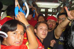 Cronica Roja .- 100 personas en el bus, que tal ahh