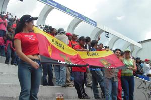 Cronica Roja .- Desde Las Gradas El Aliento En Quito