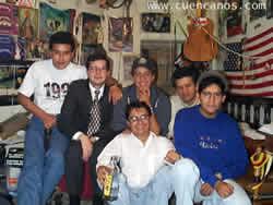 Reunión Compañeros .- Compañeros de la Universidad de SuperKiko, reunidos en la casa de el, Todos integrandes del Chat en aquella epoca.