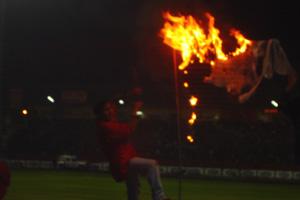 Cronica Roja .- El Pulgoso Quemando El Trapo De La Liga