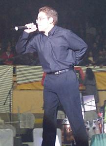 Juan Gabriel en Cuenca .- José Antonio Artista Cuencano abrió el espectáculo que comenzó alrededor de las 20h30.
