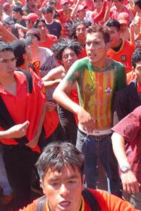 Cronica Roja .- Tatuado El Escudo En El Cuerpo