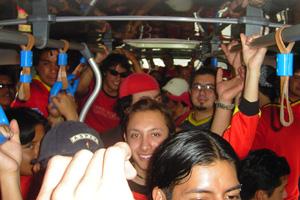 Cronica Roja .- Uno De Los 4 Buses Al Guayas A Full