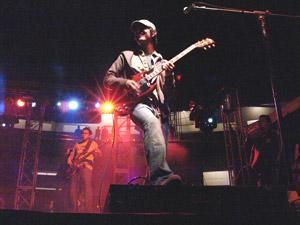 Reik en Cuenca .- La propuesta musical de Reik va desde canciones rítmicas hasta baladas. Su álbum fue producido por Kiko Cibrián (guitarrista y productor de Luís Miguel, con el que ganó dos Premios Grammy) y Abelardo Vázquez. El grupo participó en la autoría de varios de los temas que contiene el disco.