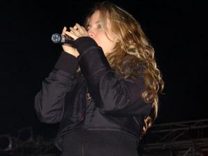 """Gabriela Villalba en Cuenca .- Gaby, tuvo que dejar de lado sus estudios cuando entró como participante de Popstars pero ahora que su vida ha tomado este giro, considera que ha cumplido un sueño y ser cantante hoy se ha convertido en su carrera, en su objetivo de estudio y preparación, pues la música, como ella recalca """"no es un hobbie, es su profesión""""."""