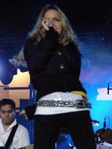 """Gabriela Villalba en Cuenca .- Después de un año de estar fuera de los escenarios, Gabriela Villalba,  ex integrante del grupo  Kiruba, regresa """"más madura"""" con su primera producción discográfica como solista, titulada """"Todo bien."""""""