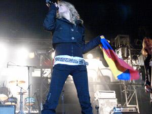 Gabriela Villalba en Cuenca .- La artista ecuatoriana ya tiene su primer disco como solista. Su nombre es todo bien y en él participan la banda quiteña La Grupa y el cantante Juan Fernando Velasco