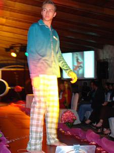 Desfile Caffarena .- Caffarena tiene pijamas para toda la familia: mujer, hombre, niños y jóvenes. En esta línea se busca principalmente la comodidad, la calidad y por último el diseño. Las fibras en nuestros pijamas son naturales compuestas principalmente por algodón. Los diseños son actuales y están pensados en cada usuario, van cambiando de temporada en temporada.