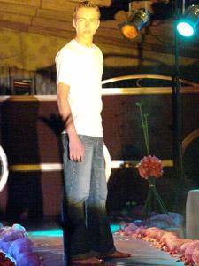 Desfile Caffarena .- Caffarena tiene ropa casual para hombres y mujeres. Cuenta con camisetas que pueden ser usadas como poleras por sus texturas y variedad de colores (en Rib 2x1 de algodón). Pantalones y shorts que pueden ser usados indistintamente para ir a la playa, al gimnasio, estar en la casa, o como pijamas (en jersey)