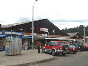 Mercado 27 de Febrero .- Mercado de Víveres ubicado en la Av. 10 de Agosto y Av. Solano
