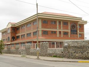 Facultad de Arquitectura e Ingeniería Civil de la Universidad Católica .-