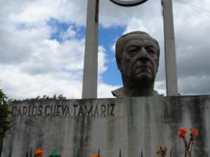 Monumento a Carlos Cueva Tamariz .-