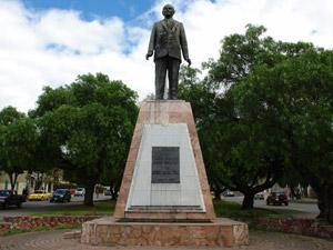 Monumento a Enrique Arizaga Toral .-